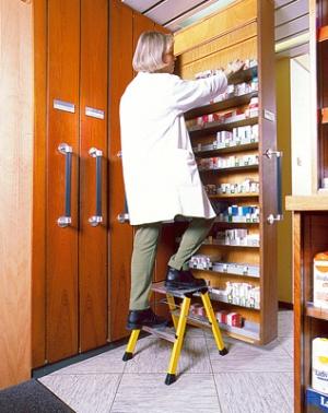 Лестница стремянка складная подставка Rolly 2 ступени купить на выгодных условиях в Ярославле